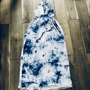 Mike & Joey Blue/Wht Tie-Dye Halter Maxi Dress sm